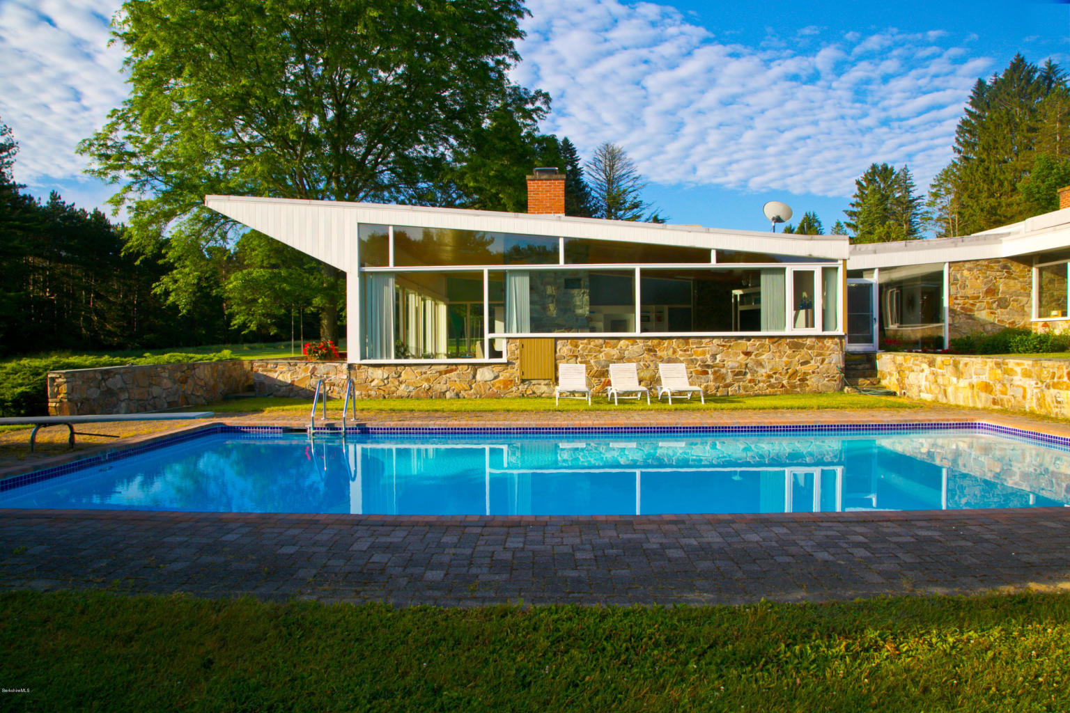 Sold! The Marcel-Breuer-Designed Robinson House