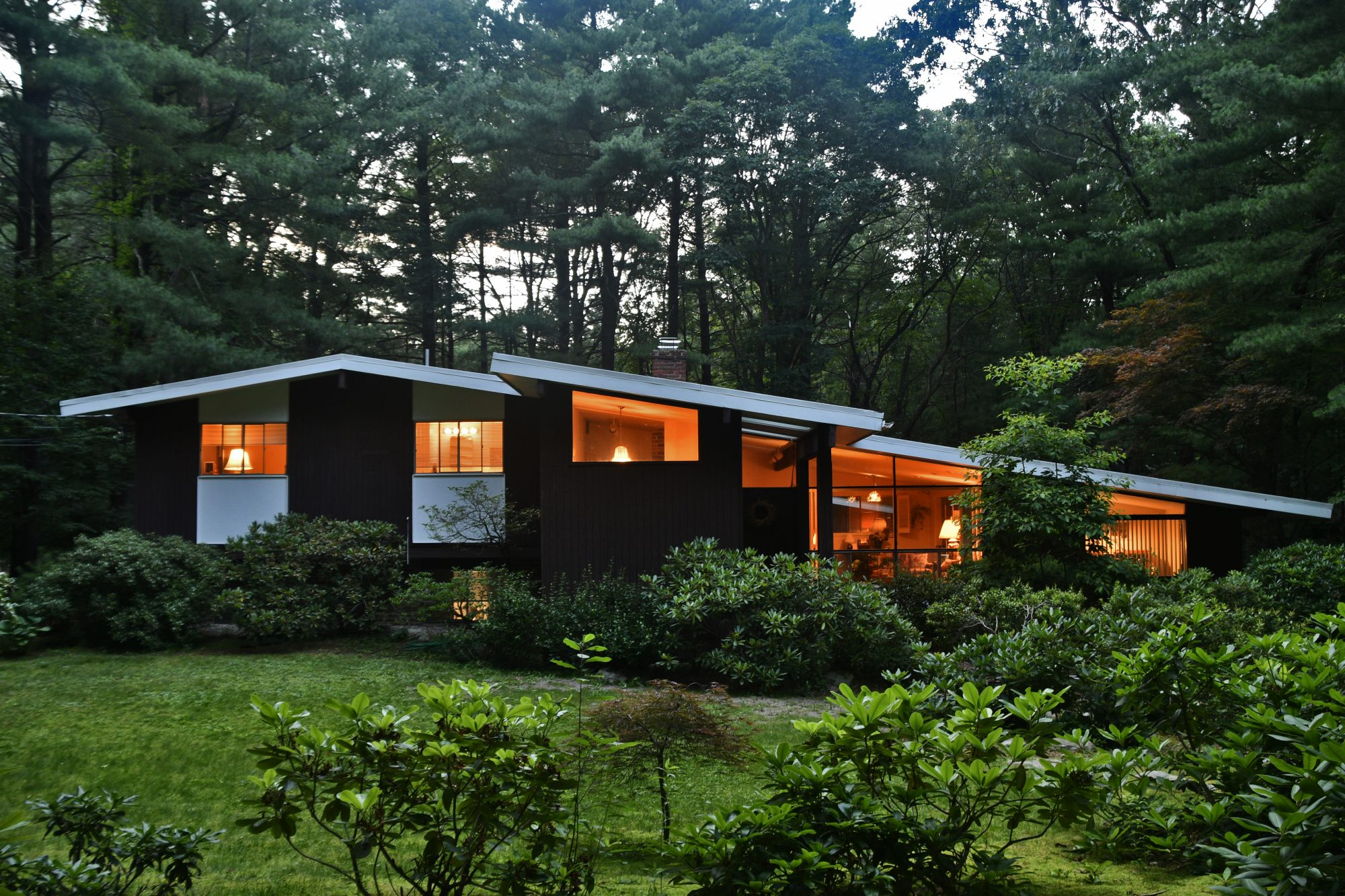 Open and Flowing Midcentury-Modern in Turning Mill