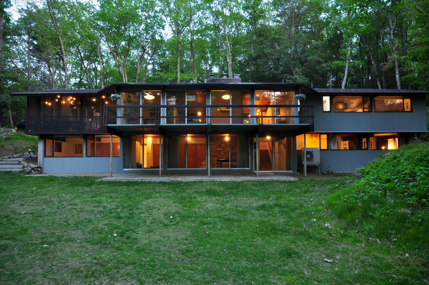 Outstanding Deck House in Lincoln
